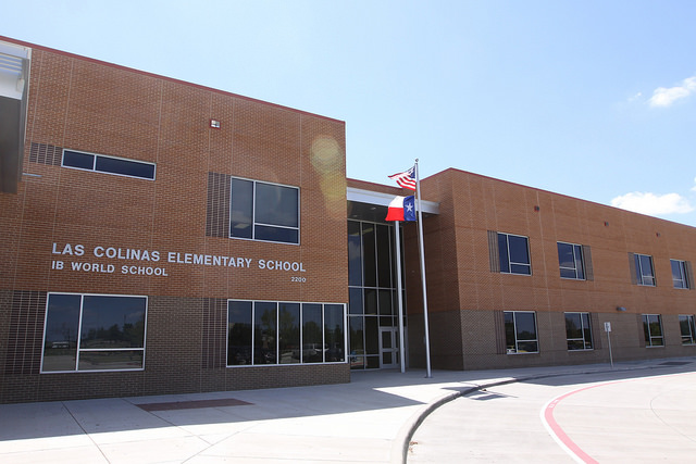 front of las colinas elementary building
