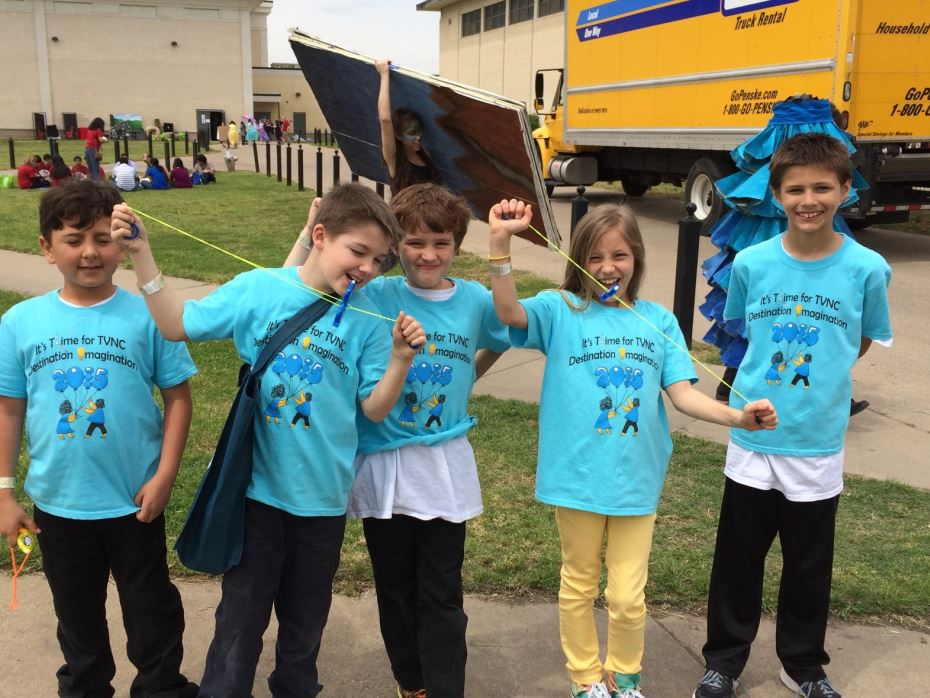 5 students with Destination Imagination blue shirts on