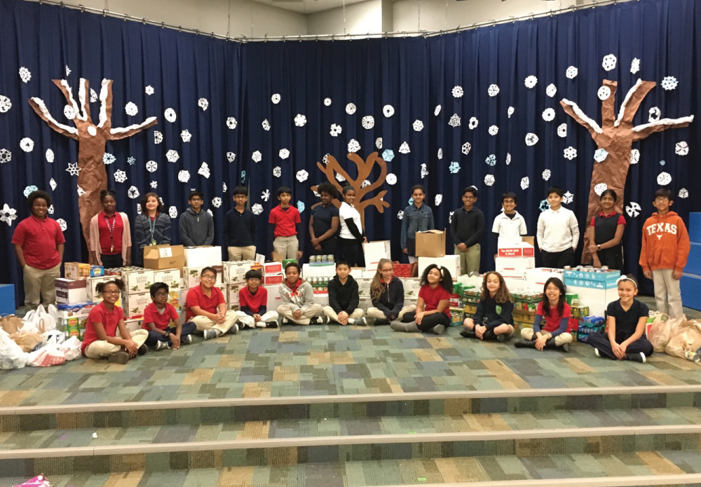 La Villita's 5th grade student council (CLAW) collected food for Irving Cares throughout December. Irving Cares, in partnership with the Irving community is dedicated to effectively serving and assisting Irving residents in need. La Villita received 2, 726 canned good items in donations for Irving Cares. This donation provided Irving Cares with additional money, approximately $8400, to help more families. Great job La Villita!